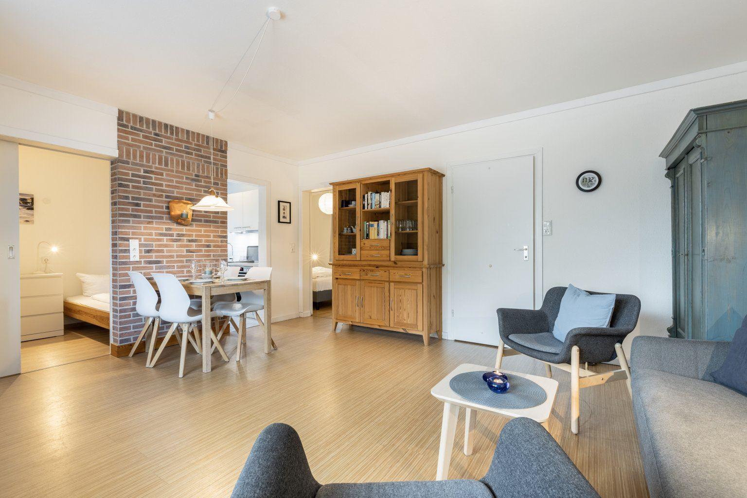 """Wohnzimmer und Essbereich - St Peter Ording Bad, Haus Colonia, Wohnung 1 """"Seestern"""", Im Bad 81"""