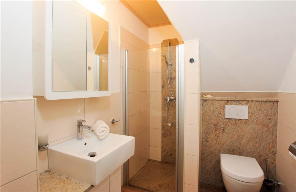 Badezimmer - Haus Austernfischer, Wohnung 4, Klaus-Groth-Weg 26, St. Peter-Bad