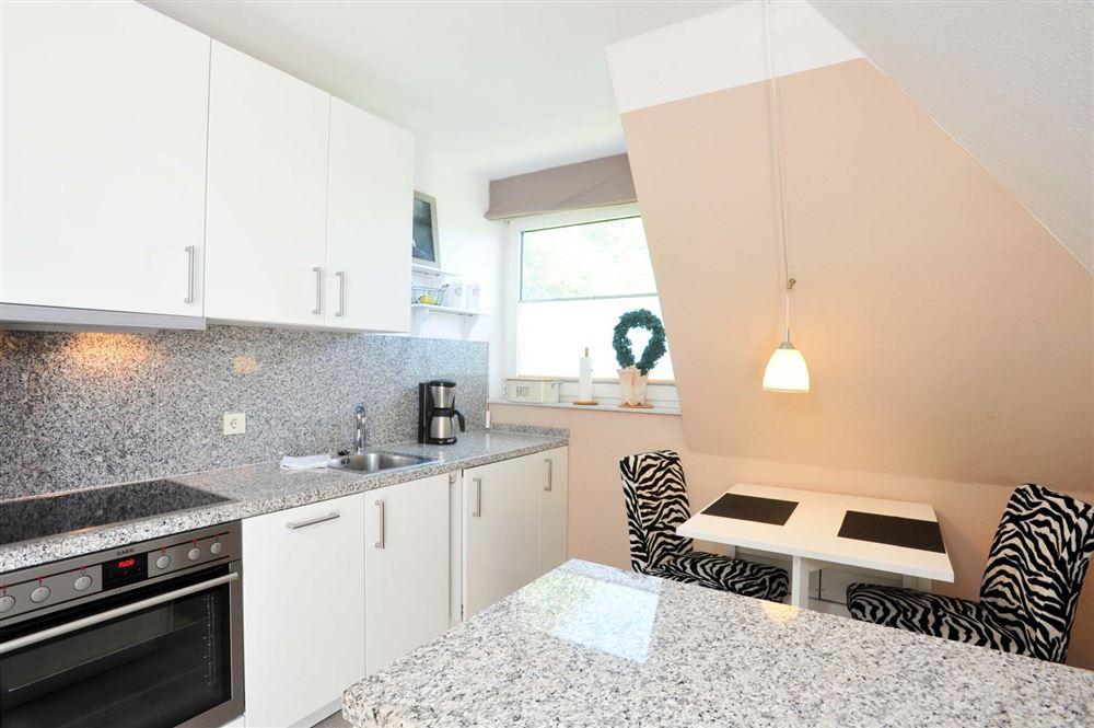Essbereich und Küche - Haus Austernfischer, Wohnung 4, Klaus-Groth-Weg 26, St. Peter-Bad