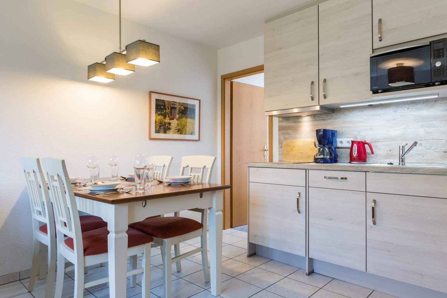Essbereich und Küche Wohnung OG, 3-Zimmer-Ferienwohnung für bis zu 4 Personen, St. Peter-Dorf