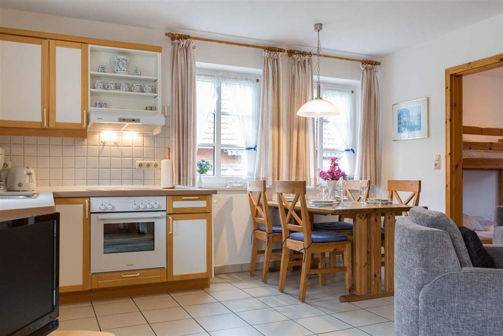 Essbereich und Küche - Wohnung Seebuell, Achter de Dünen 2, St. Peter-Bad
