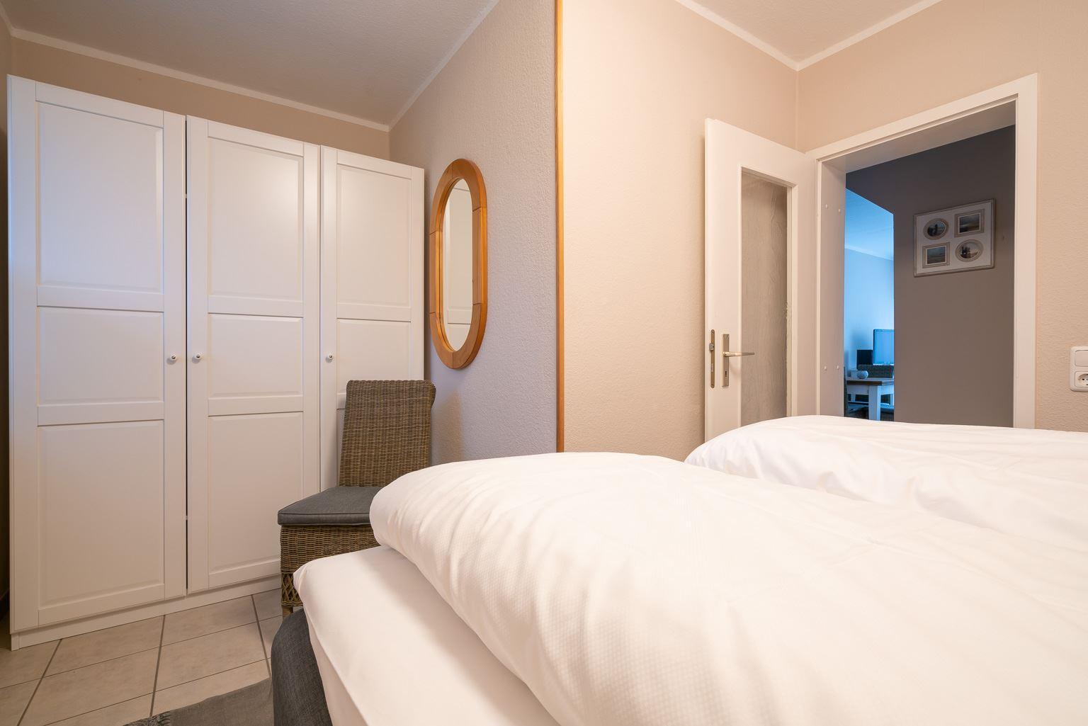 """Schlafzimmer - St Peter Ording Dorf, Ferienhaus Groener Weg 9, Wohnung 1 """"Duenensonne EG"""""""