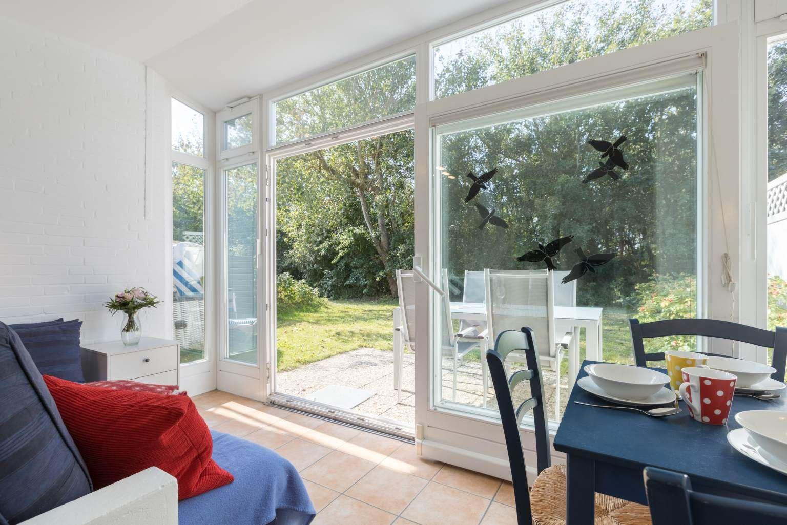 Wohnzimmer und Gartenterrasse