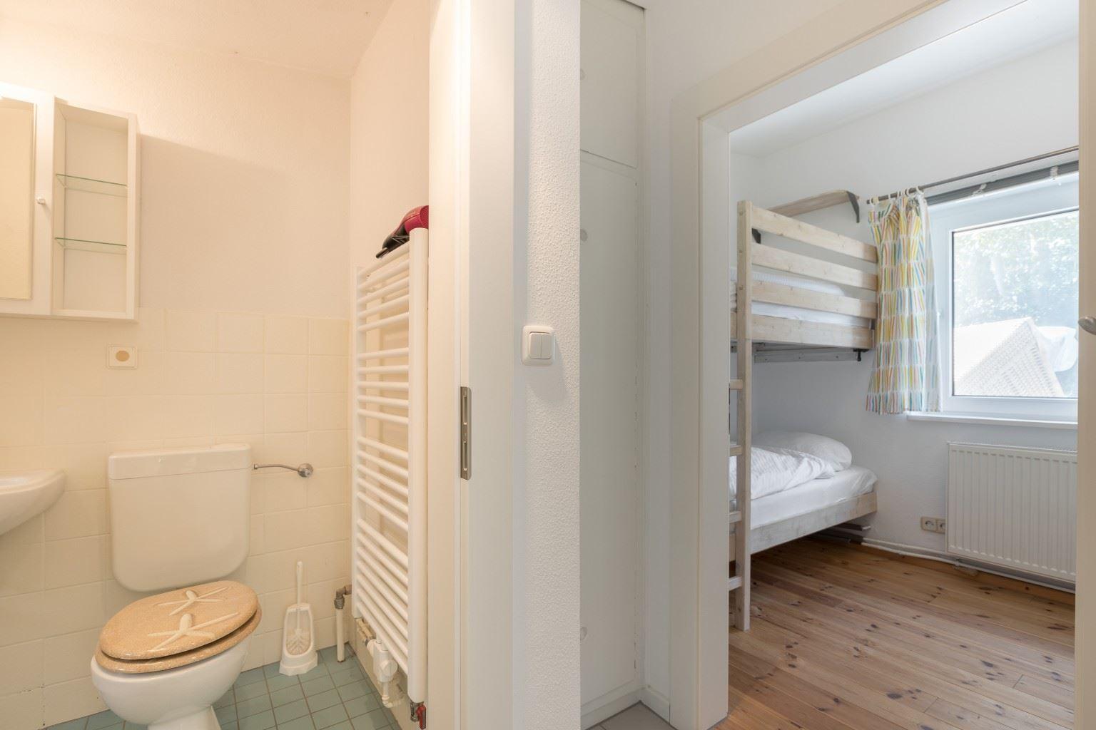 Flur, Badezimmer und Schlafzimmer