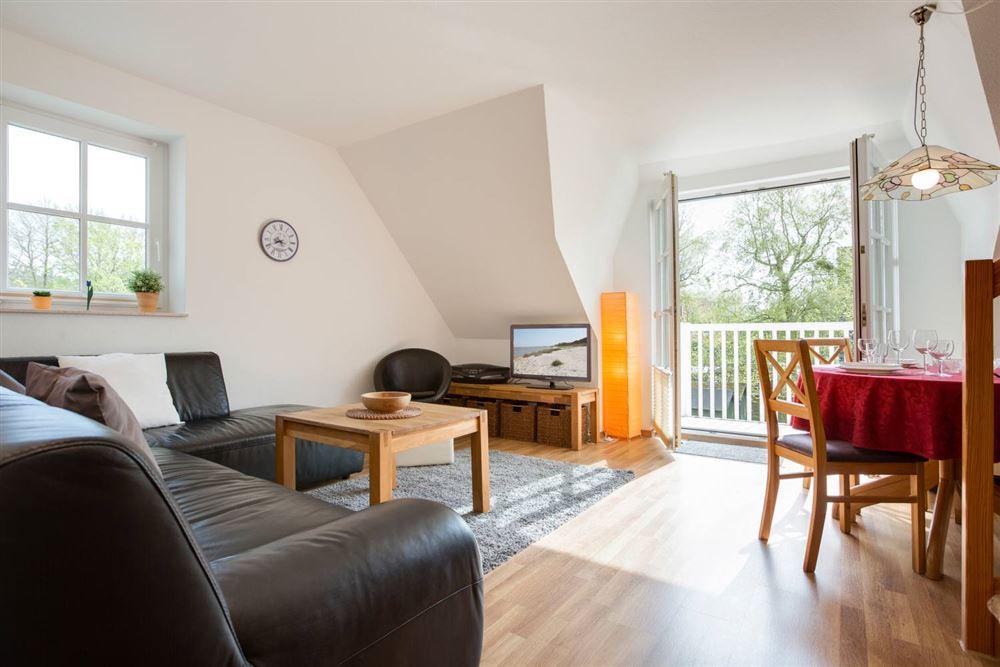 Wohnzimmer mit Balkon - Wohnung Schaumburg, Böhler Landstraße 147, St. Peter-Böhl