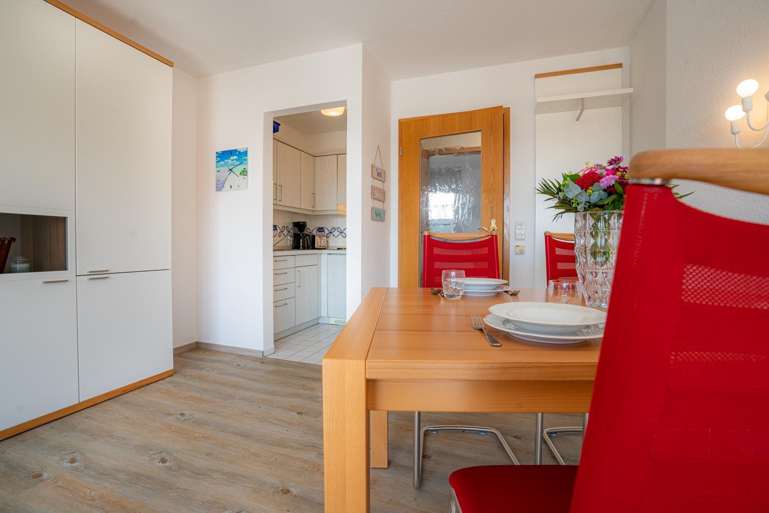 Essbereich und Eingang zur Küche