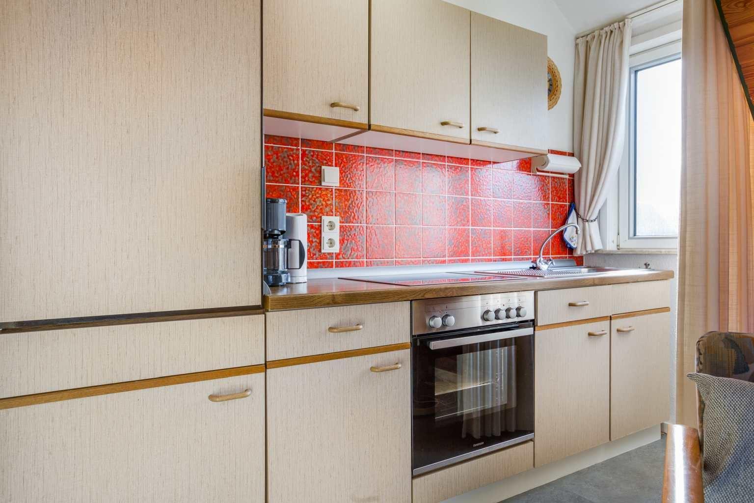 Küche - Haus Hildegard, Wohnung OG links, Friedrich-Hebbel-Straße 11, St. Peter-Bad, SPO