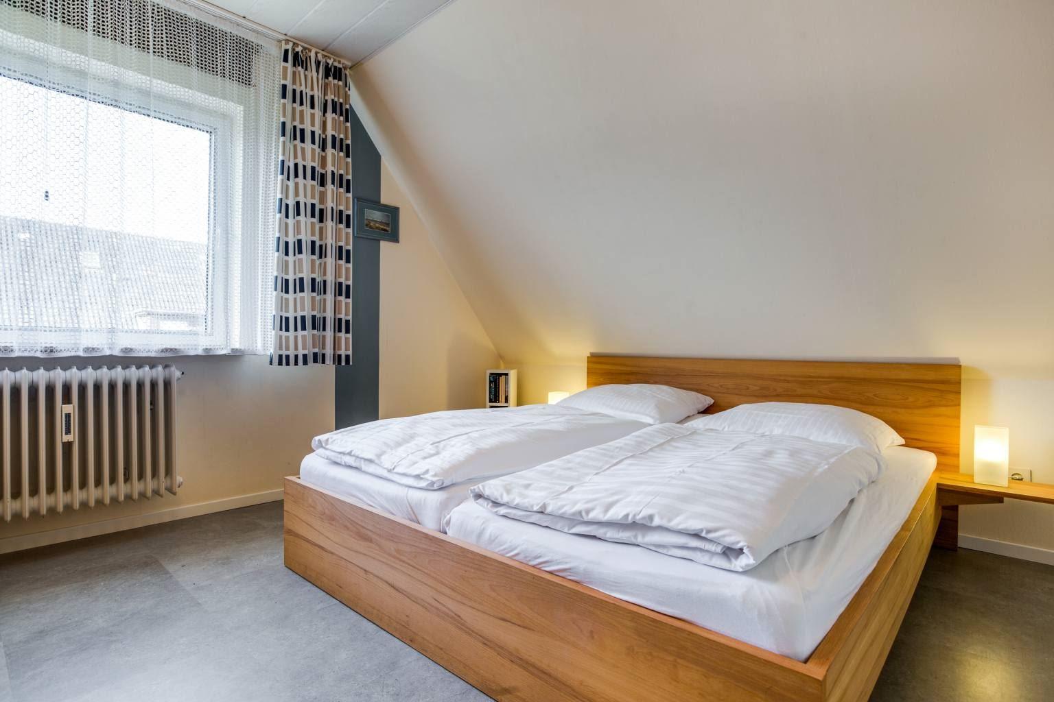 Schlafzimmer - Haus Hildegard, Wohnung OG links, Friedrich-Hebbel-Straße 11, St. Peter-Bad, SPO