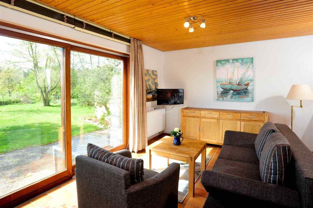 Ferienhaus Haus Wiesenblick Linker Hausteil, St. Peter-Böhl, Region St. Peter-Ording - für bis zu 2 Personen.