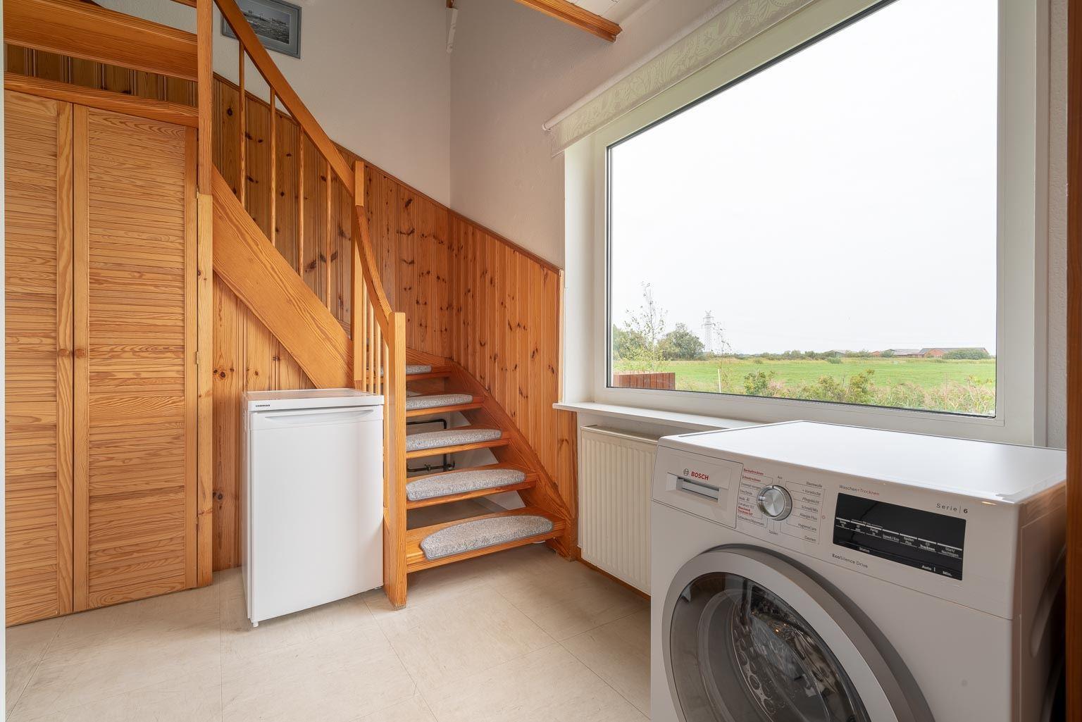 Eingangsbereich mit Waschtrockner