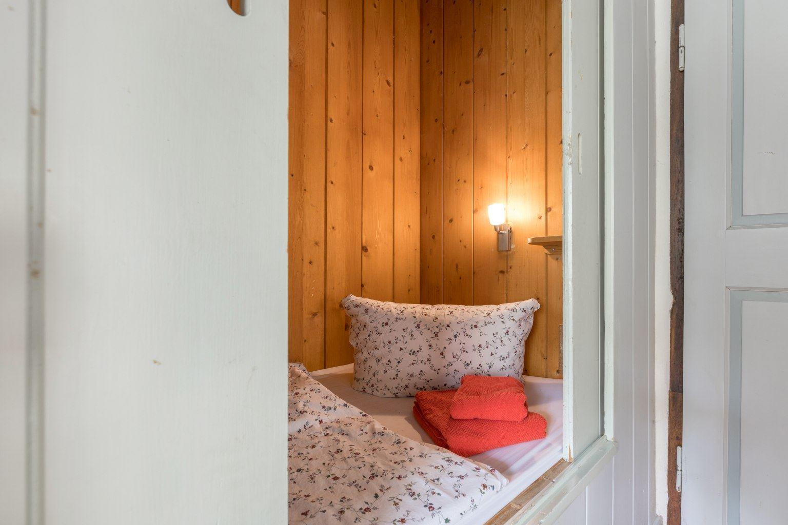 Alkoven-Einzelbett im Wohnzimmer