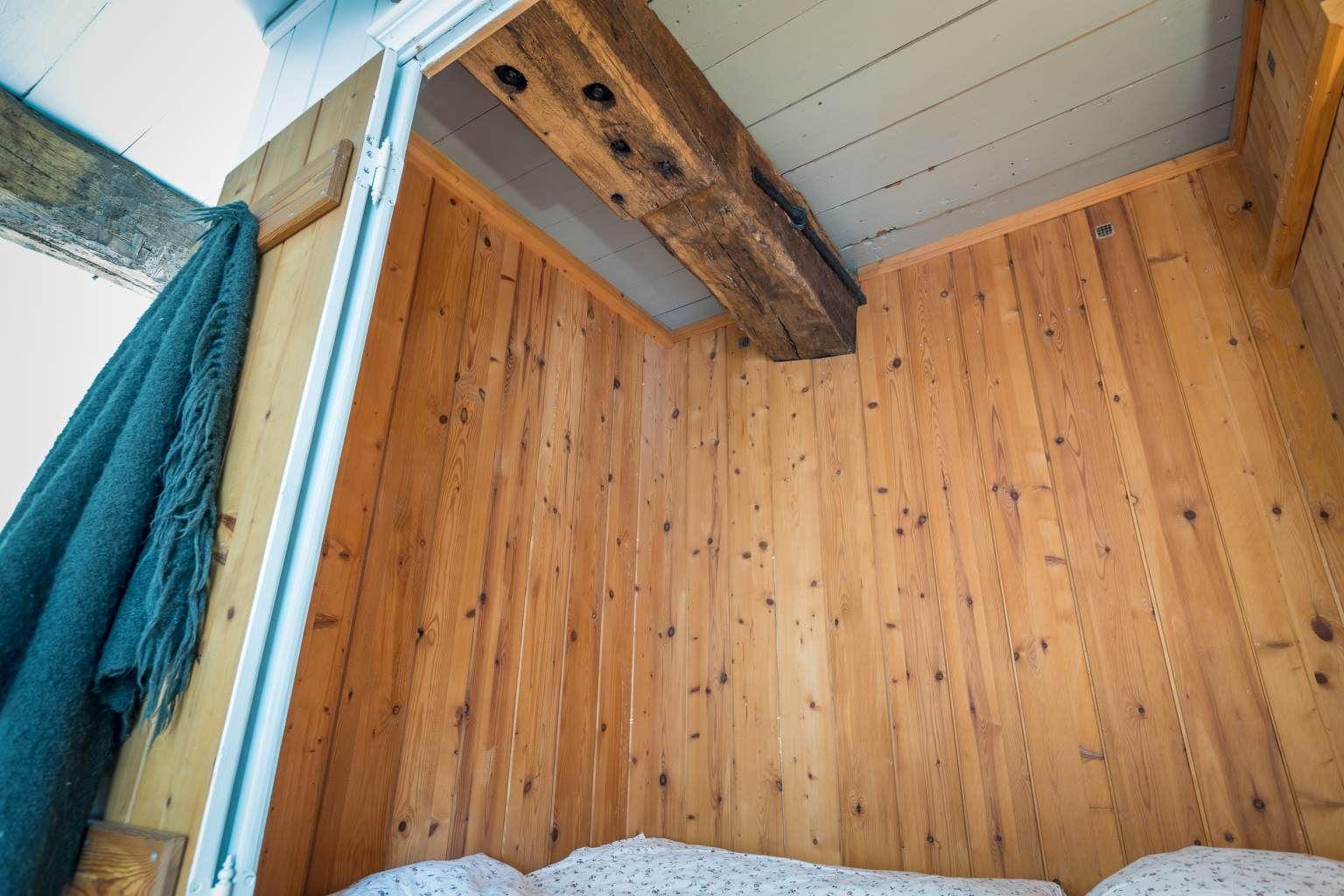 Alkoven-Doppelbett im Schlafzimmer
