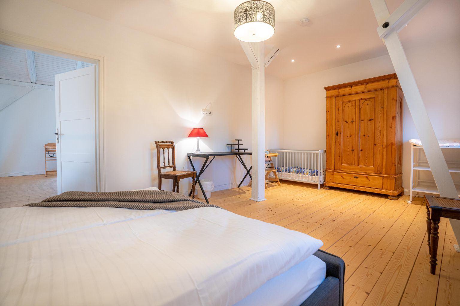 2. Schlafzimmer (ab 3 Personen)