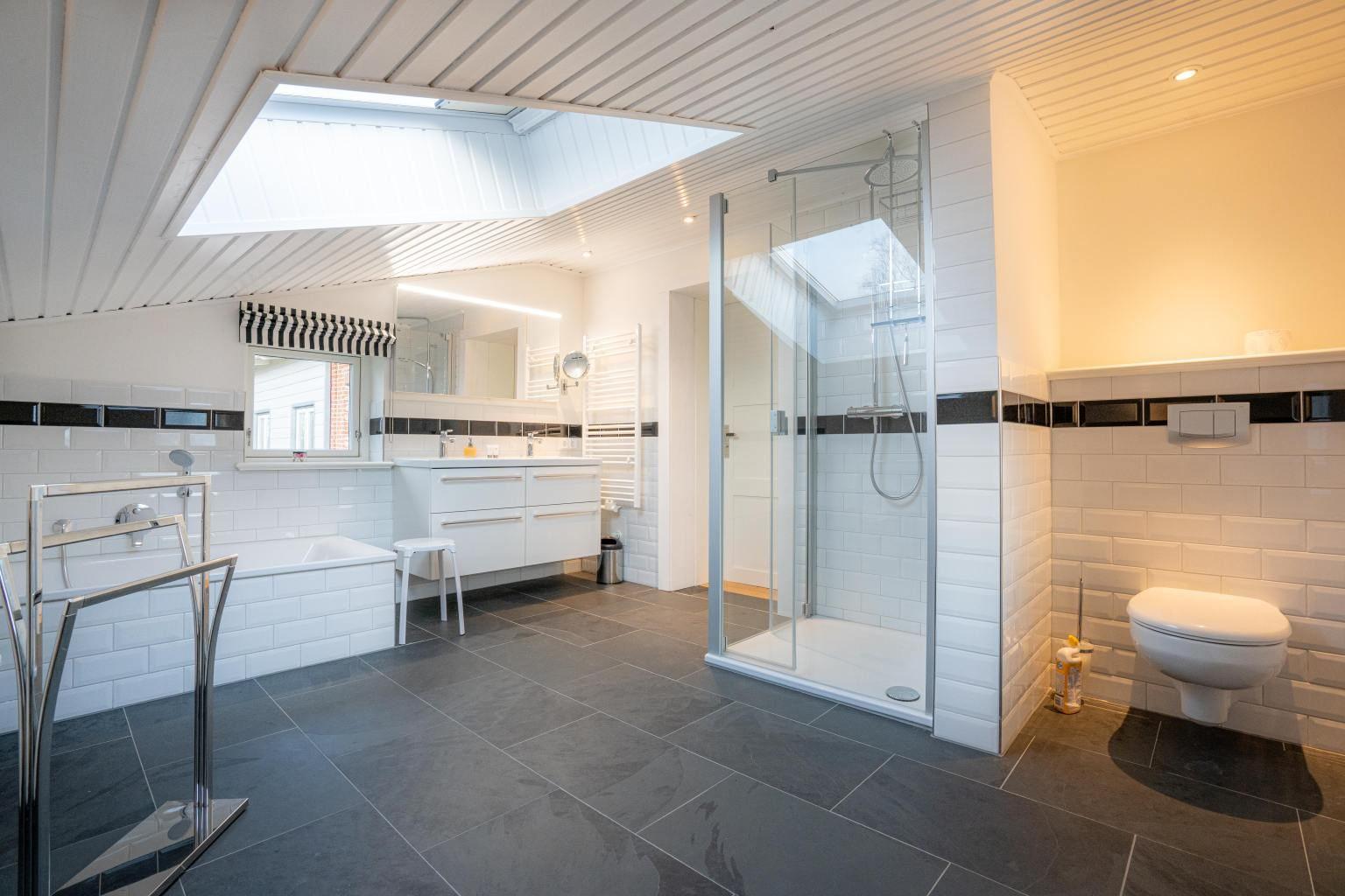 2. Badezimmer (ab 3 Personen)