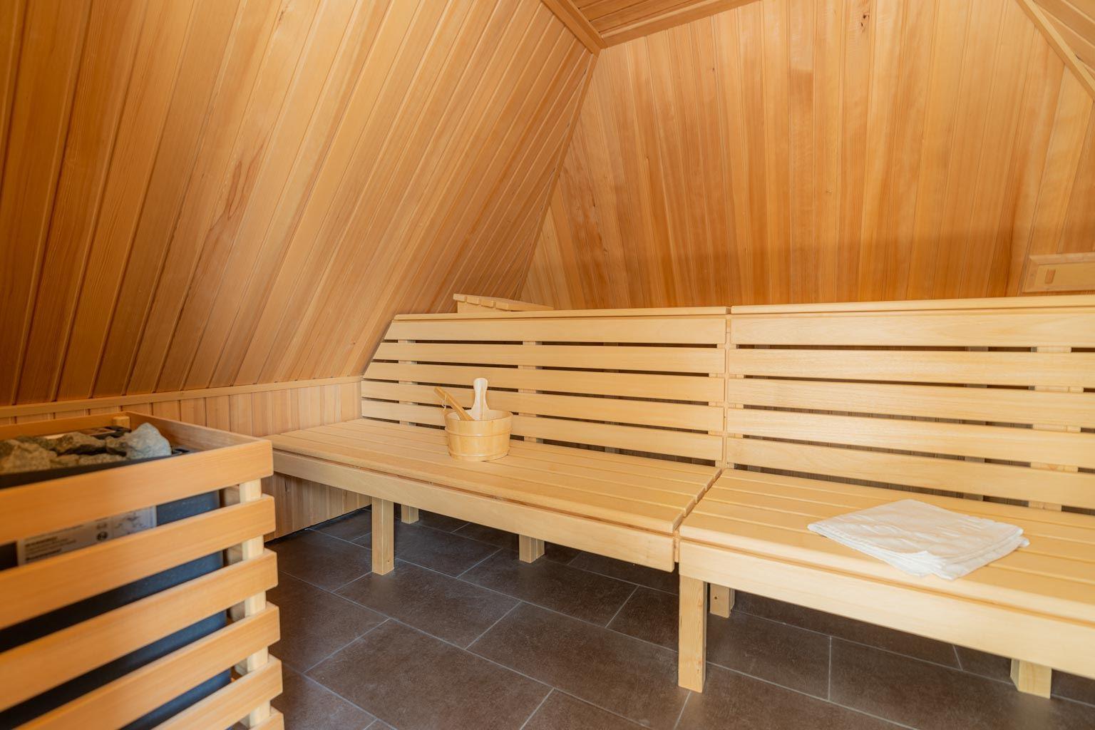 Gemeinschaftlicher Wellness-Bereich mit Sauna