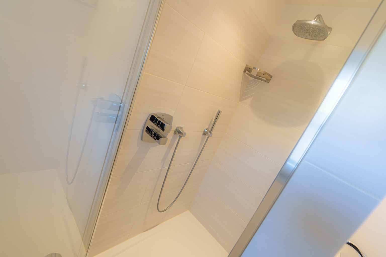 1. Badezimmer (im EG)